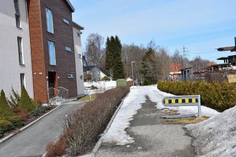 Ruslesti: Stien fra Solkroken i sentrum til Solbergfosslina skal oppgraderes til sykkelsti.