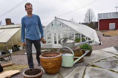 cBevarer drivhus: Axel Wiig har bevart familiens nesten 100 år gamle drivhus i Wiigs Blomsterforretning og Handelsgartneri.