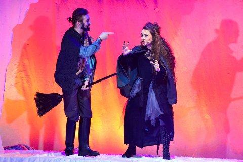 Benjamin Lillebekk som greven, Darin Hagi som heks