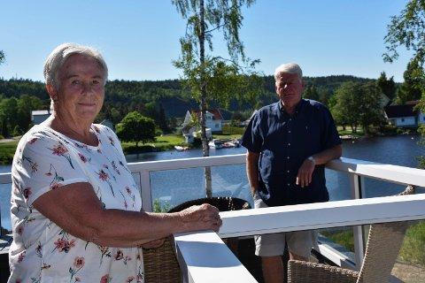 God utsikt: Fra terrassen i andre etasje har Ingebjørg og Sten Ove Kleppe god utsikt over sjøen.