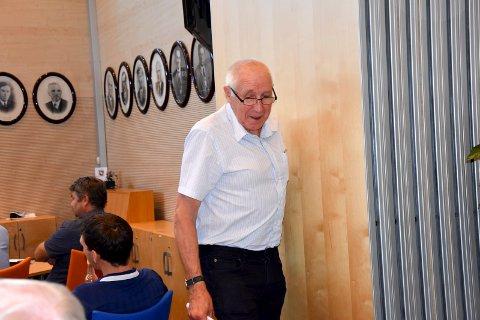 Ønsker kvinnenavn: Det henger portretter av mannlige ordførere på rekke og rad på veggen i bystyresalen i Askim. Nå ønsker John Altenborn (V) at det skal komme kvinnenavn på gater og veier i kommunen.