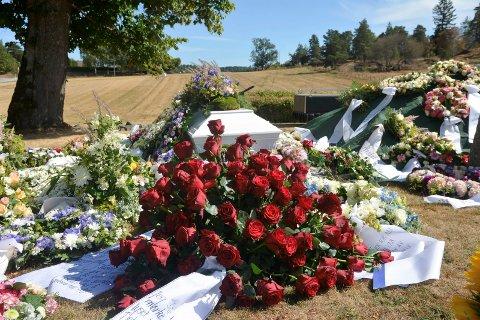 Vibeke Skofterud ble gravlagt ved Eidsberg kirke 09. august. Hun ble bare 38 år gammel.