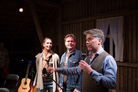 Arrangørene av Geiteberg Folk Festival, Guri Holt, Kjetil Haugbro og Brian OhEadhra.