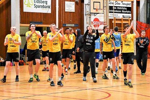 KUNNE JUBLE: HK Eidsberg kunne feire med publikum etter å ha slått Bækkelaget 45-33 i serieåpningen i 4.divisjon.