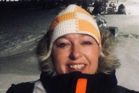 Jane Henningsmoen (47) merker at vinden øker på Svalbard i morgentimene torsdag. Utover dagen er det spådd orkan. Foto: Privat