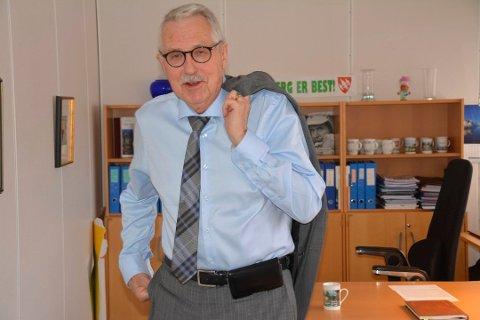 Ordfører Petter Schou (70) må mest sannsynlig flytte ut av ordførerkontoret i kommunehuset. – Men det er helt  uproblematisk, sier han.