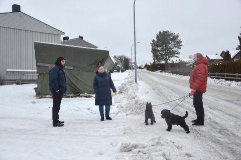 Reaksjoner: Beboere som Muhammad Batt, og styreleder Suzana Krumera og Trond Eriksen (t.h) i Trippestadåsen borettslag håper at politikerne lytter til deres argumenter.