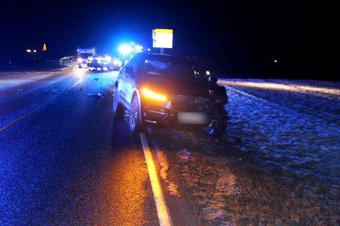 En mann er sendt til sykehus etter trafikkulykke i Hobøl. (sveip for flere bilder)