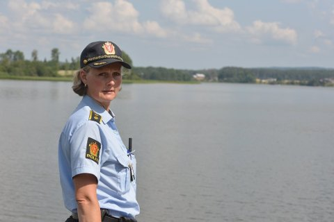 Lensmann Hilde H. Straumann i Aurskog-Høland lensmannsdistrikt ledet søket etter drukningsofferet i Hemnessjøen og etterforskningen av hendelsen.