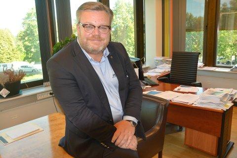 Askimordfører Thor Hals (H) mener Hobøls reduksjon i eiendomsskatt ikke vil få noen følger. – Men da må Senterpartiet stå ved sitt løfte i valgkampen, sier han.
