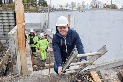 Nye Parklokalet. For første gang er Øystein Breivik på byggtomta der han til neste år skal være driver av nye Parklokalet i Folkeparken.