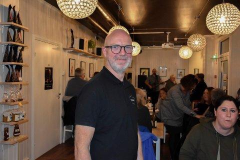 Trives på Mysen: Bengt Gudim Jørgensen, som driver Guttas café, trives på Mysen, men legger ikke skjul å hva han ønsker seg av indre østfoldingene.