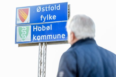 Hobøl-skiltet ble auksjonert bort for 10.000 kroner.
