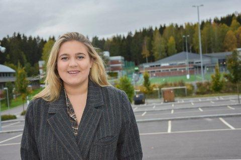 Viken-politiker: Petra Brinch (22) fra Askim rykket opp fra 1. vara til fast plass da Ap fikk fylkesrådmannen. Nå vil Petra servere over 42.000 elever i Viken et gratis skolemåltid hver dag.
