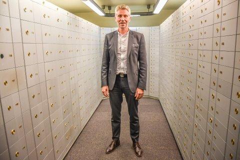 Banksjef Rune Hvidsten i Askim & Spydeberg Sparebank sier at banken har brukt betydelige ressurser på endringene.