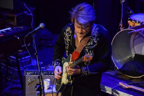 Forbilde: Bluesartisten Magnus Berg (23) har en annen østfolding som musikalsk forbilde, Robert Normann opprinnelig fra Sundløkka i Borge, nå Fredrikstad. Han regnes som en av jazzgitarens pionerer.
