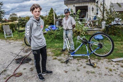 TUNG HJERNERYSTELSE: Casper Larsen fikk tung hjernerystelse etter at noen tuklet med sykkelen hans. Nå har minst to elever til opplevd det samme problemet.