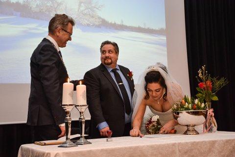 Det første paret ordfører Erik Unaas viet var Sven Morgan Mattila og Kellen Correa Mattila. Den vielsen skjedde i fjor.