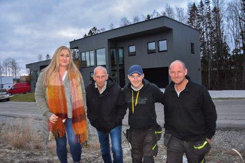 Tre generasjoner fagfolk: Skiptvet-familien som står bak de nye husen i Askim er: Malin Enersen, svigerfar Arild Enersen, sønnen Petter Haakon og ektemannen Svenn Enersen.