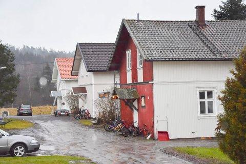 Trøbbel: Tre huseiere i Kykkelsrudveien har ikke gjort et godt nok restaureringsarbeid. I løpet av to år har de søkt om dispensasjon på kravene fra Fylkeskonservatoren.