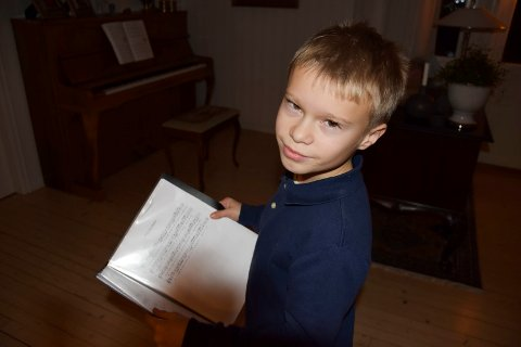 En sølvgutt: Vetle Ullnæss Aas (10) fra Askim ble medlem av Sølvguttene i vår. Det angrer han ikke på. – Musikk gjør meg glad, innrømmer 10-åringen, som anbefaler guttekoret til andre med sanglyst.