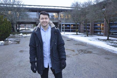 Trives: Elias Shafaye (25) satte seg et mål da han kom til Norge, nemlig å få seg en utdanning og fast jobb innen han var ferdig med studiet. Det klarte han. Nå er han fast ansatt som VA-ingeniør i Marker kommune – og stortrives med arbeidet.