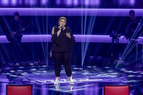 """Emma Holth (18) fra Ørje overbeviste Martin Danielle med sin sang. Nå er hun klar for neste runde av """"The Voice""""."""