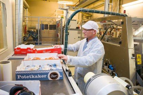RESTRIKITIVE: Arbeidende styreformann Bjørn Olav Drabløs fastslår at Buers Lompebakeri ligger langt framme i produktutvikling og teknologi. Bedriften har derfor  innført en restriktiv holdning til omvisninger på bedriften. ARKVIFOTO