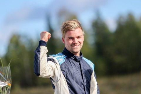 BLITT TRØGSTING: Fjorårets norgesmester i rallycross, Jonas Dalseth Jacobsen, har flyttet fra Harstad til Trøgstad. En stor overgang, mener 25-åringen.