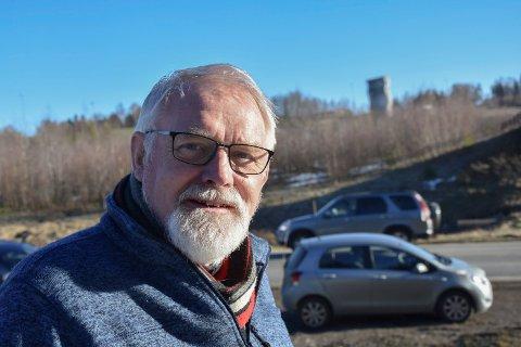 Får opp farta: Bjørnar Grønbech vil ha et klart ja til bensinstasjon ved Moen før kommunsammenslåing. I en ny storkommune tror han saken blir trenert.