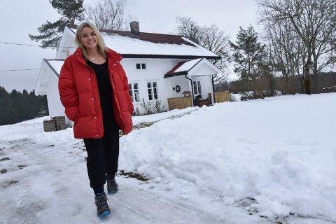 Jakten-bonde: Inger Lund (28) på gården Lund nord i Båstad har meldt seg som bonde. Inger har arvet gården, der den eldste delen er fra 1740.