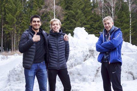 Før start: Bawan Hussaini (18) og Simen Nicolaysen (17) var positive før start. Magnus Sandham (t.h. 17) var ikke like overbevist om at det ville bli som enkelt som de trodde.