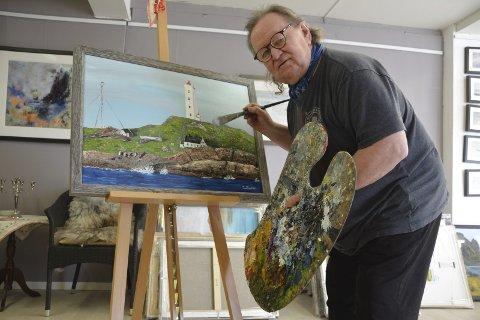Nervøs og spent: Tom Paulsen (66) har malt Fruholmen fyr. Det er verdens nordligste fyrstasjon. Lørdag åpner han utstillingen «Sea Sami Moments» på Tomter.