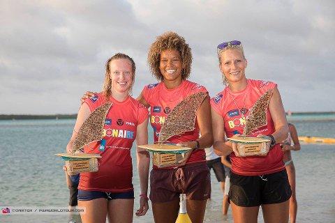 PALLEN: Sarah Quita Offringa fra Aruba (i midten) vant foran Maaike Huvermann fra Nederland (t.v.) og Oda Johanne Stokstad Brødholt fra Norge.