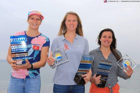 PÅ PALLEN: Oda Johanne Stokstad Brødholt (t.v.) tok tredjeplassen i verdenscupen i slalåm. Hun ble kun slått av de to franske jentene Delphine Cousin Questel og Marion Mortefon.