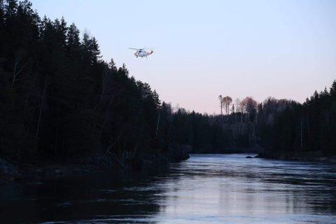 Et helikopter har fått indre østfoldingene til å lure på hva som skjer.