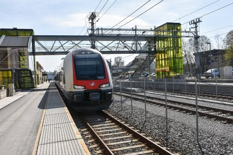 Det vil i sommer bli utført på arbeider på Østre Linje. Det betyr at reisende må forvente å reise med buss i stedet for tog.
