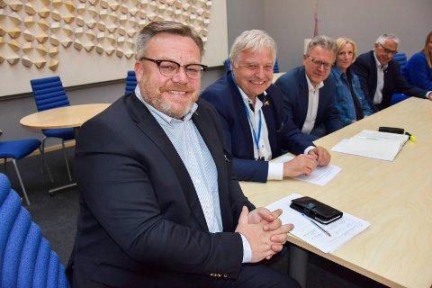 Førsteprio:Thor Hals. (t.v), Olav Breivik, Erik Unaas, Line Schi og Petter Schou legger ikke skjul på at nei til eiendomsskatt er Høyres hovedtema.
