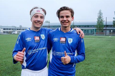DEBUTANTER: Melvin Lystad (t.v.) og Jørgen Bidne er begge født i 2002. Fredag fikk 16-åringene sin debut på A-lag til Askim FK.