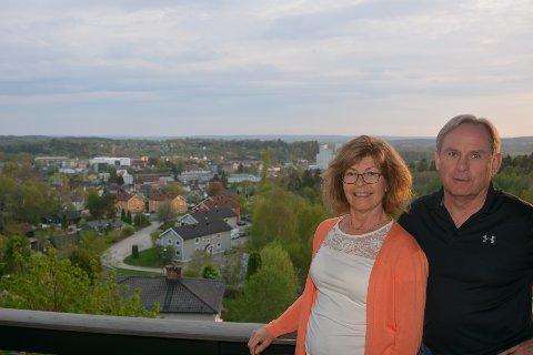 Svein Robert Fossum og Elisabeth Hellesjø Fossum har nå fått solgt praktboligen sin. Arkivfoto.