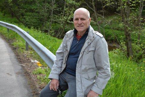 KRITISK: David Sjøen liker ikke å se alt søppelet som ligger langs veiene i Indre Østfold.