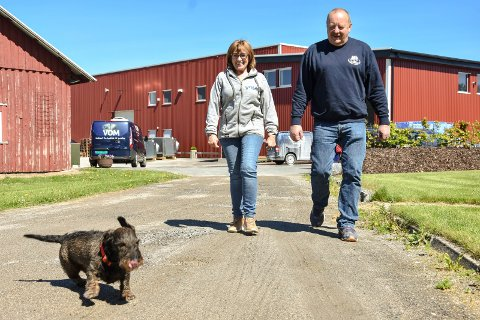 Henni og Magne Østby eier og driver Vom og Hundemat as i Trøgstad. Nå søker sønnen, Ole Magnus, om rammetillatelse for et nybygg.