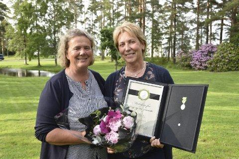 INNSATS FOR ELDRE: Pleie- og omsorgssjef Gro Abotnes kan hedre Torhild Wang Sletner etter 32 års innsats på Sollia i Skiptvet. – Nå får jeg tid til å pleie historieinteressen og er travelt opptatt med å redigere den neste bygdeboka, sier Sletner.