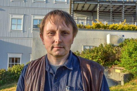 Gruppeleder i Trøgstad Frp, Jarle Lindahn, ser ingen grunn til å heise regnbueflagget.