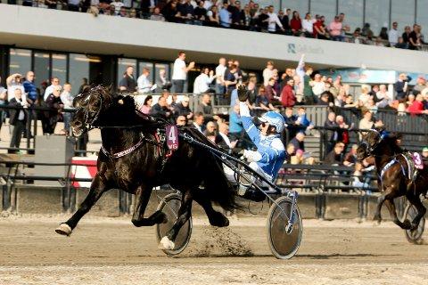 Odd Herakles og Adrian Solberg Akselsen hadde en stor dag under Oslo Grand Prix-dagen på Bjerke søndag.