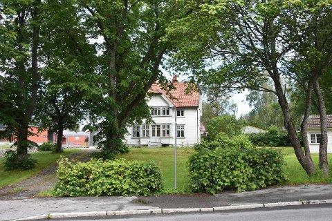 Rives: Den gamle rektorboligen i Skolegata skal rives. Der har mange organisasjoner hatt tilholdssted som blant annet  folkehjelpen og den  lokale kunstforenigen