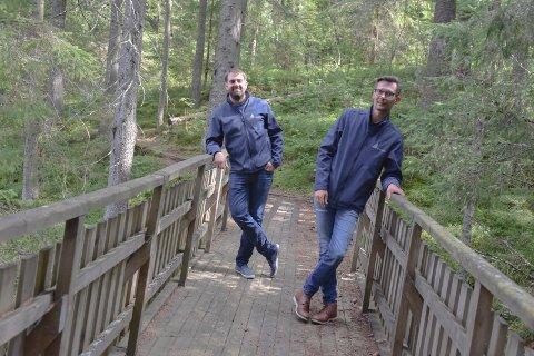 Naturområdet: – Turstiene og grøntområdet mot Glomma skal bevares, lover John-Cato Eknses (t.h) og Fredrik Urbanski.