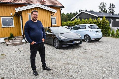 GÅR FOR STRØM: Øyvind Woie sverger til strøm i sitt bilforhold. Da han skulle lade på ferie i Spania gikk det galt.