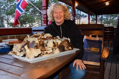 Soppelsker: Marie Johansen (61) fra Trøgstad er en soppelsker av rang. – Jeg lærte mye om sopp av min mor. Men dette er første kurset jeg deltar på, foralte hun.