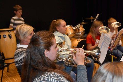 Øver og øver: Musikkantene i Skjønhaug skolekorps skal ikke bare spille. De skal også synge.